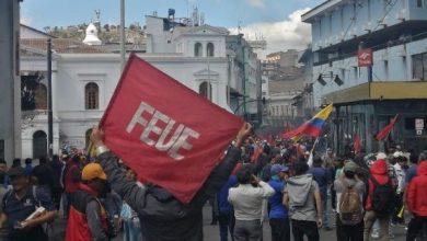 Photo of Ecuador: Estudiantes protestan contra las medidas impuestas por el Gobierno de Lenin Moreno